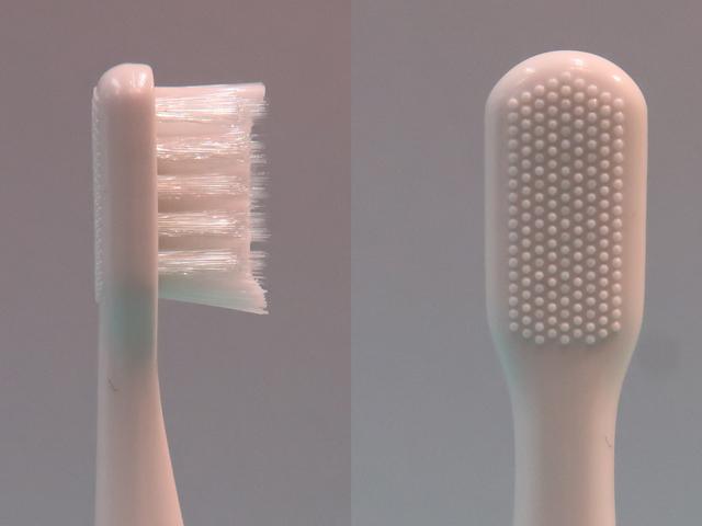 パナソニック音波振動ハブラシポケットドルツのブラシは裏に舌磨きが付きの画像